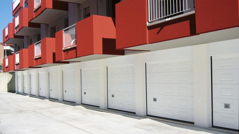 Stone porte sezionali da garage con pannello a doppia for Garage ad agde